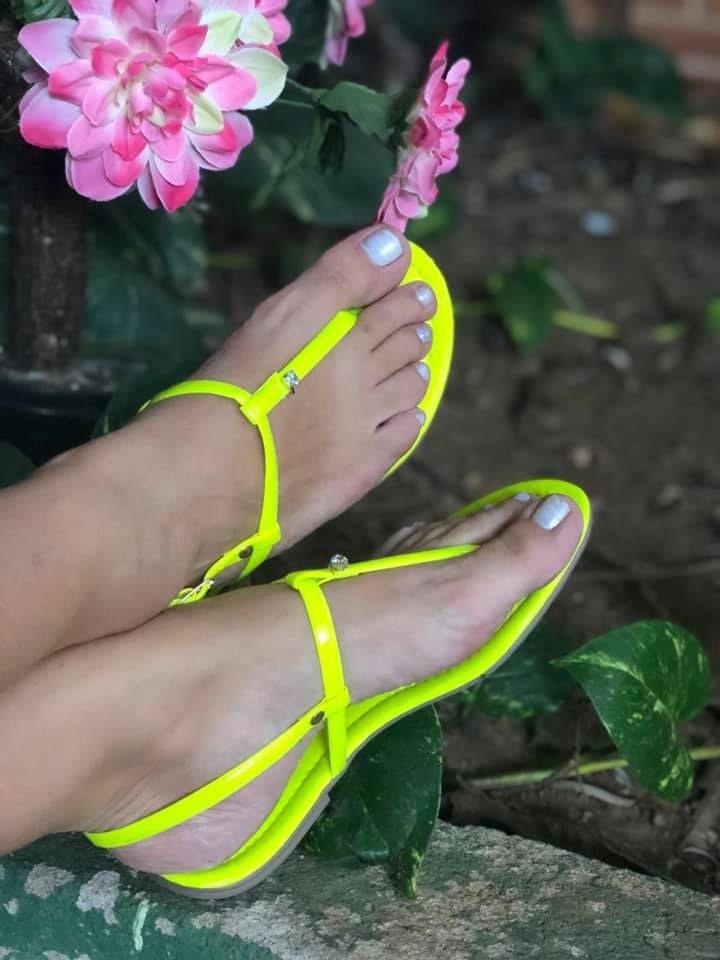 e294f35555 Rasteirinha Verde Neon - omundodassapatilhas.com.br