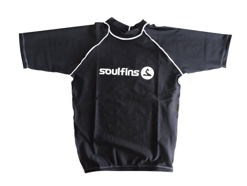 Camiseta de Lycra Soul Fins UV Protection 50+   Manga Curta Preto. Camiseta  de Lycra Soul Fins UV Protection ... 2df6037bf4427