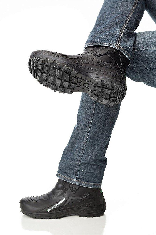 390344eac A bota Pantaneiro é totalmente selada e garante 100% de impermeabilidade para  você durante a pilotagem. Totalmente emborrachada com reforços nos pontos  ...