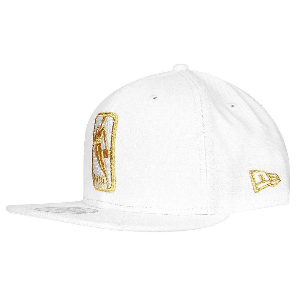 Boné Basic Logo NBA 950 Snapback Branco Dourado - New Era - FIRST ... a497e5bb05063