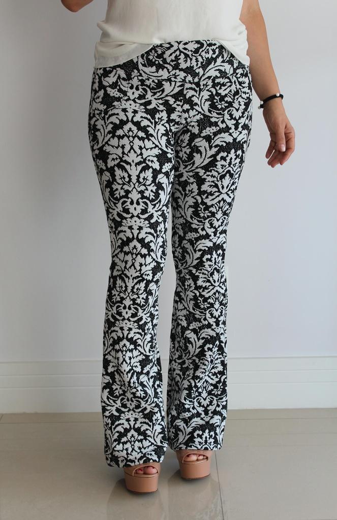5776b2e99 Calça flare jacquard com estampa preta e branco - Madame Ninna ...