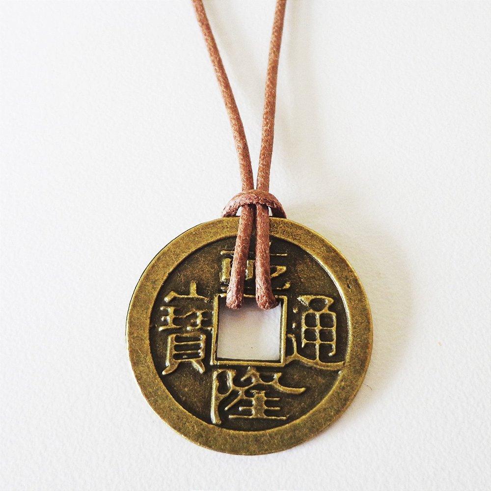 11152dd5a1d Colar moeda chinesa com cordão de algodão encerado - Produtos ...