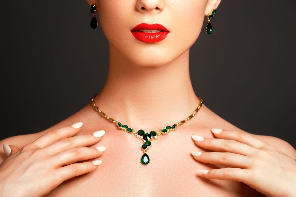 Mulher usando joias