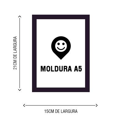 Pôster tamanho A5 com moldura na cor preta ou branca com fechamento em vido.