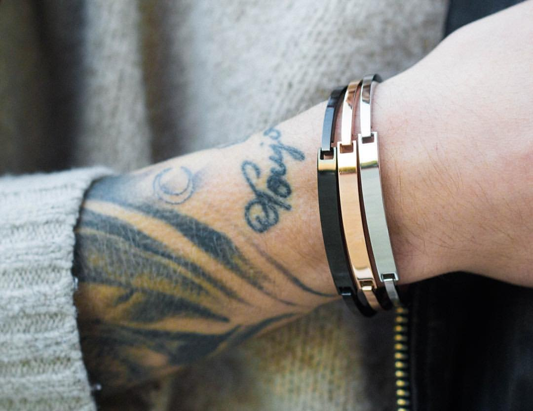 Bracelete masculino de aço inoxidável dourado com fecho de encaixe