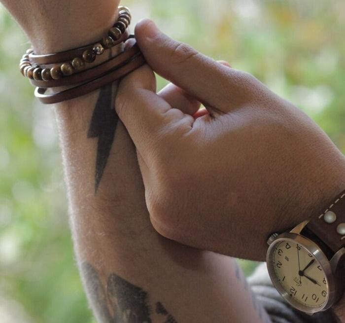 Pulseira de Couro Masculina Marrom com fecho modelo Cobra Dourado com pulseira de pedras