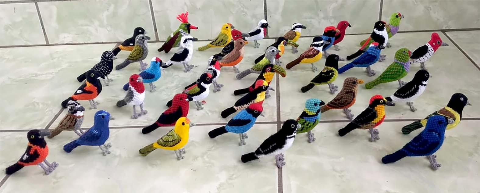 Lindas peças artesanais produzidas pelas artesãs da Serra do Caparaó com técnicas de costura, ponto cruz, crochê e bordado, ótima dica de presente, disponível na Maritaca Store.