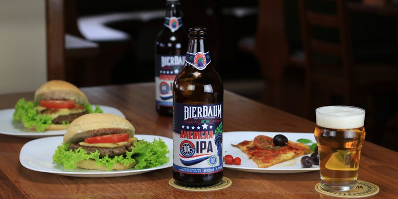 Pizza Pepperoni e Hambúrger com American IPA