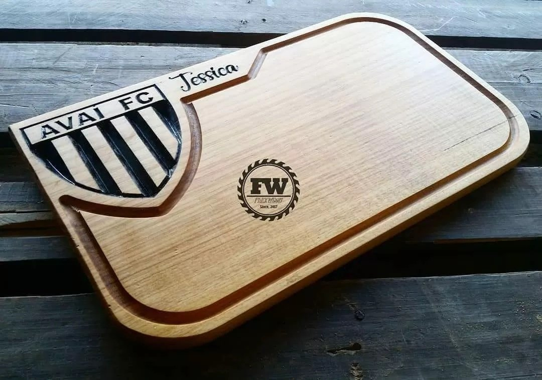 tabua de madeira kit churrasco personalizada  AVAI