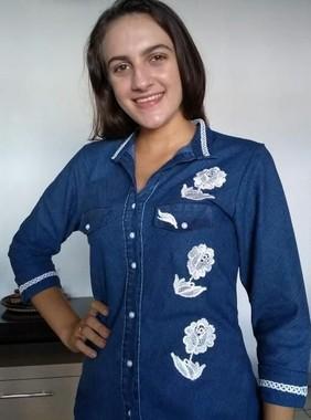 camisa-jeans-com-bordado-e-manga-34-moda-evangelica