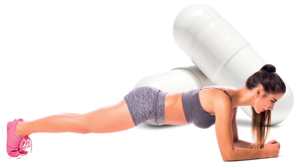 Mulher fitness fazendo exercício
