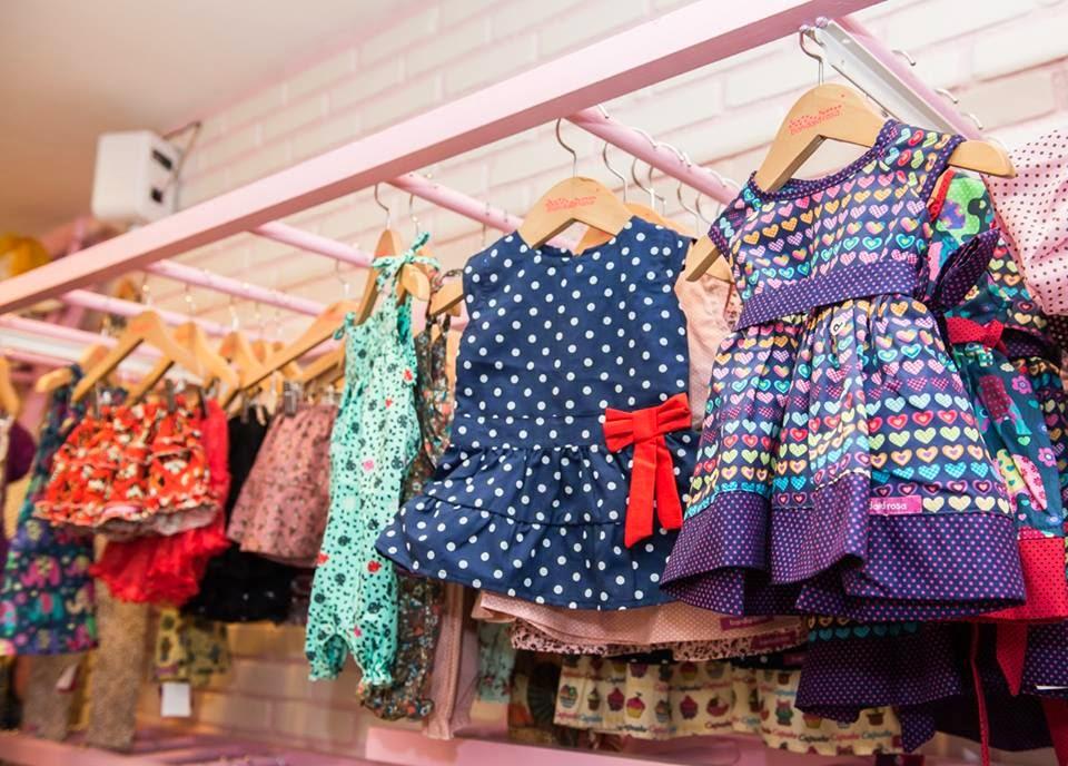 Cabides de madeira infantil prontos para fazer de sua loja um sucesso!