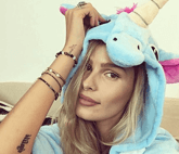 Yasmin Brunet com pijama de unicórnio We Stuff