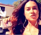 THAILA AYALA com powerbank We Stuff
