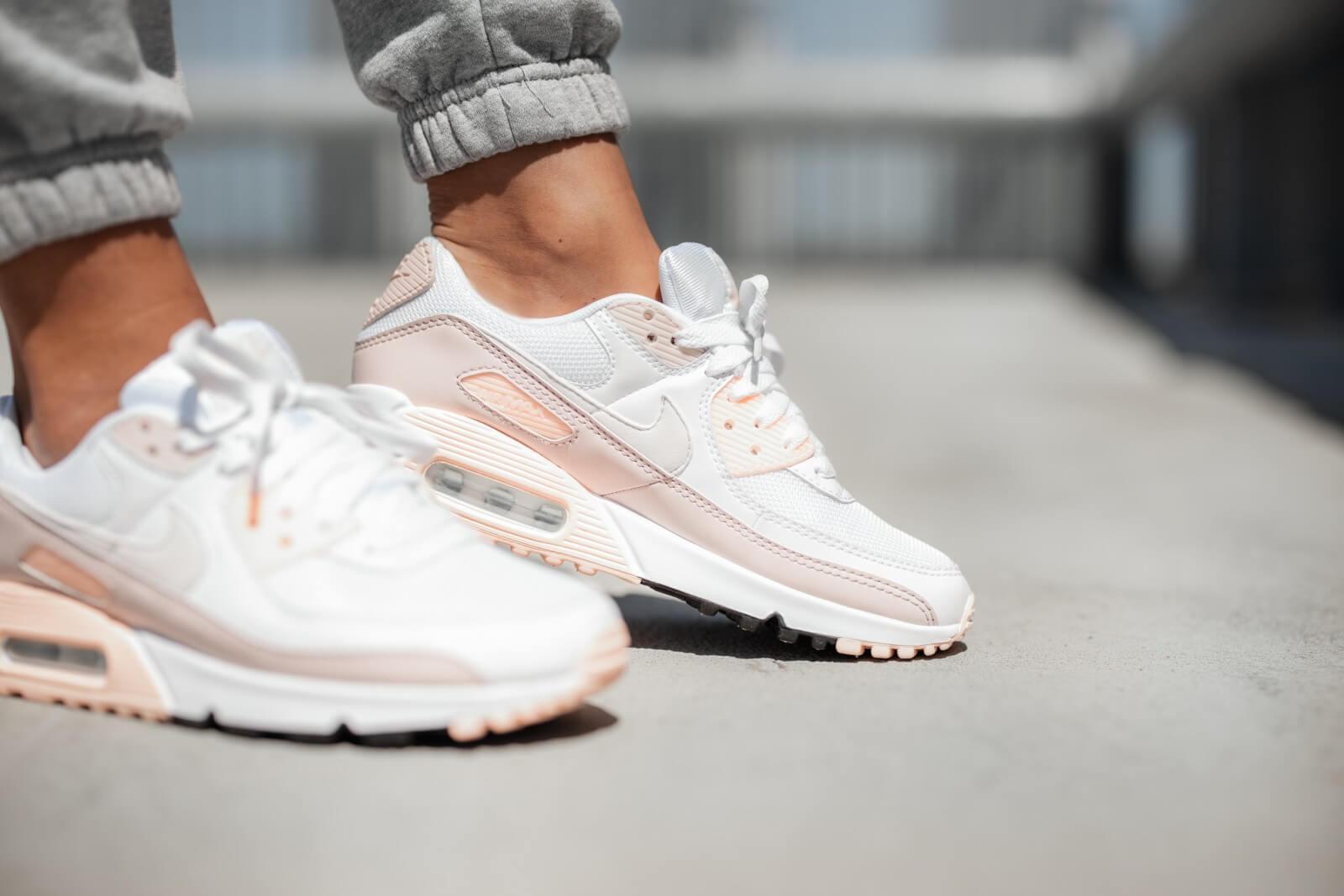 Nike-Air-Max-90-Barely-Rose-Feminino