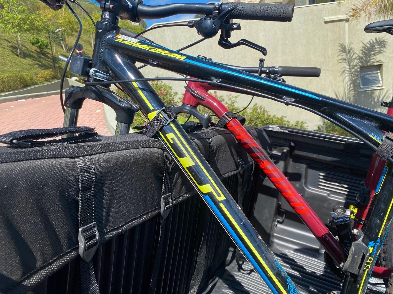 Transbike Truck Pad Truckpad Sterk Acessórios Volkswagen Vw Amarok Mitsubishi L200 Toyota Hilux Nissan Frontier Ford F150 F250 Ranger GM S10 Chevrolet Ram até 5 Bike Protetor de Tampa Traseira Preto transbike para caminhonete picape pick up bike bicicleta