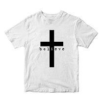 Camiseta Gospel Believe e Cruz - Louvar e Fé