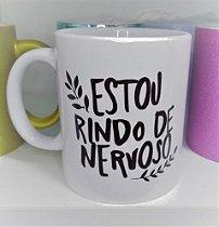 CANECA DE CERÂMICA RINDO DE NERVOSO