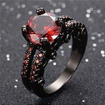 Anel Preto Solitario Ouro Negro com Topazio Rubi Cravejado de Zirconias Vermelhas Coleção Joias da Princesa