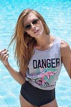 Camiseta Feminina Regata Tubarão