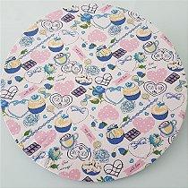 capa  tecido sousplat docinhos azul com roação rosa de poá fundo branco