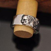 Anel Caveira Face Oculta em prata 950k