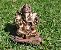Ganesha mão na orelha