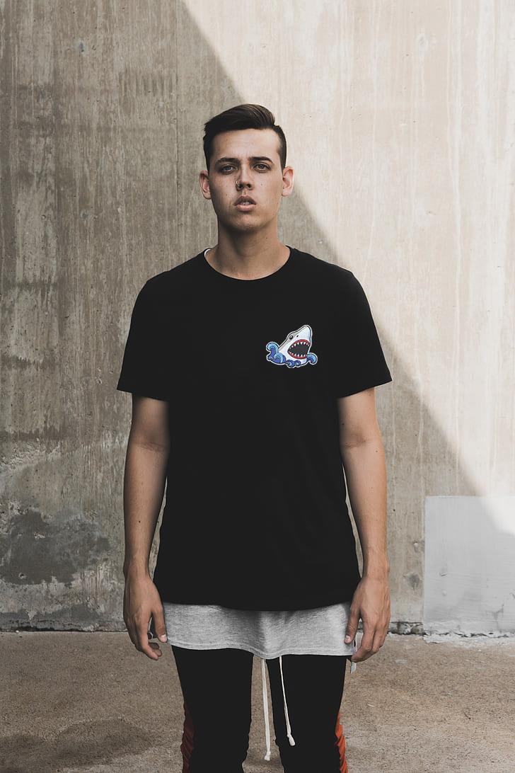 Camiseta Bordada Tubarão