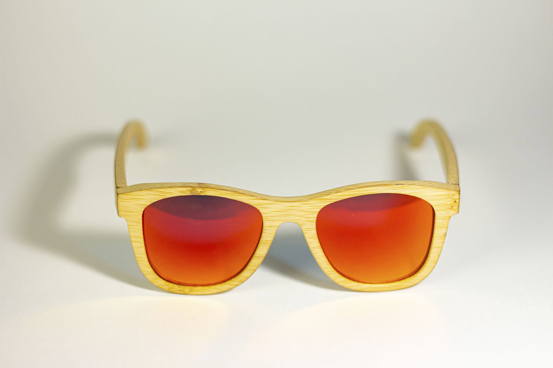 Óculos de Sol de Madeira Wayfarer Arara Vermelha