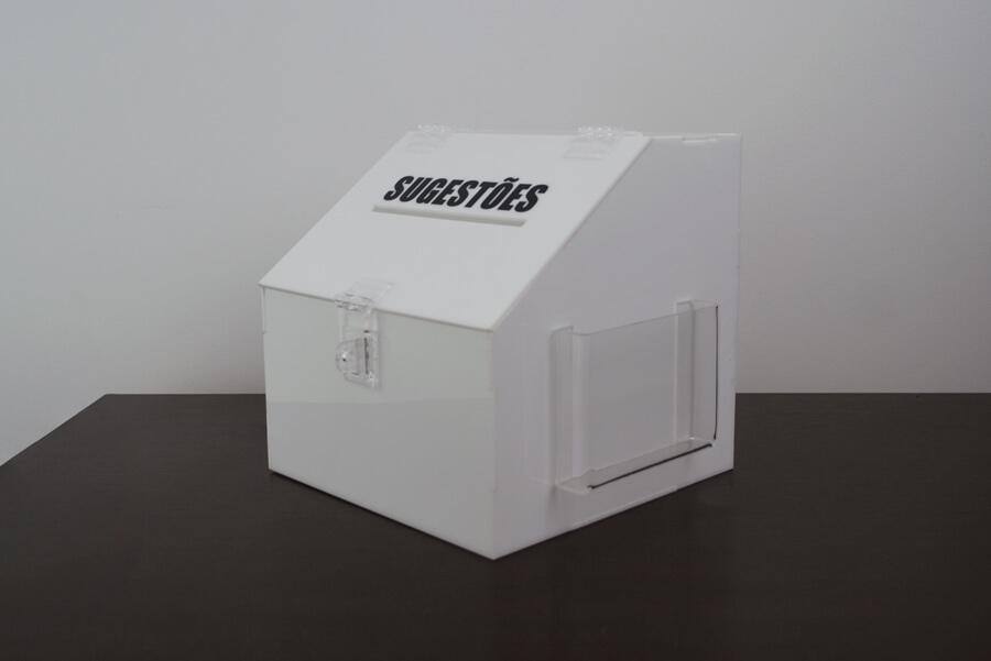 Caixa para sugestões em acrílico branco