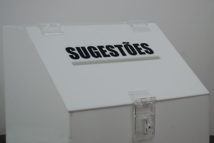 urna de sugestões branca