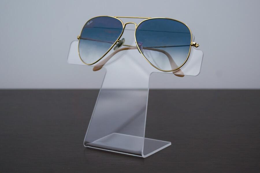 Display para óculos feito em acrílico