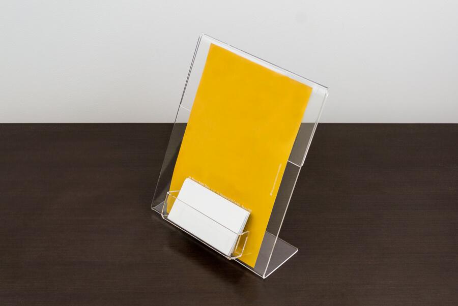 Display de folder a5 com porta cartões
