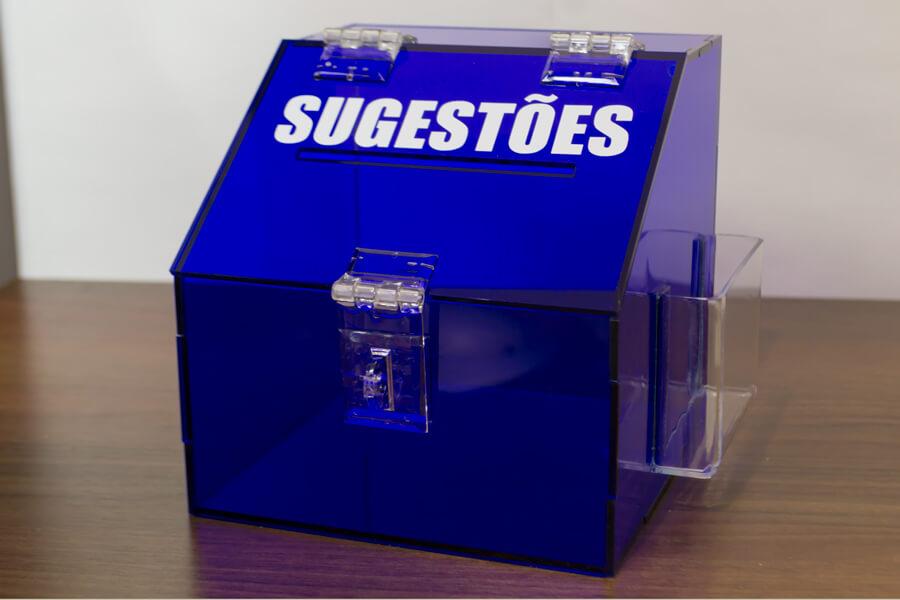Caixa de sugestões pequena em acrílico azul