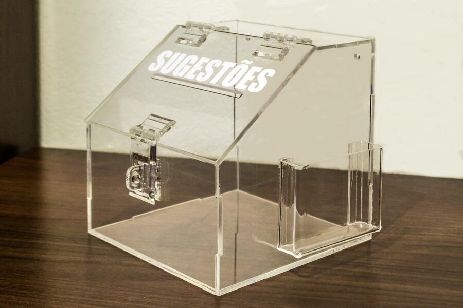 caixa pequena de sugestões em acrílico transparente