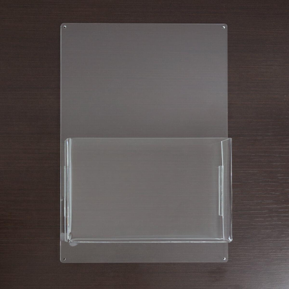 Porta folder A5 de parede feito em acrílico