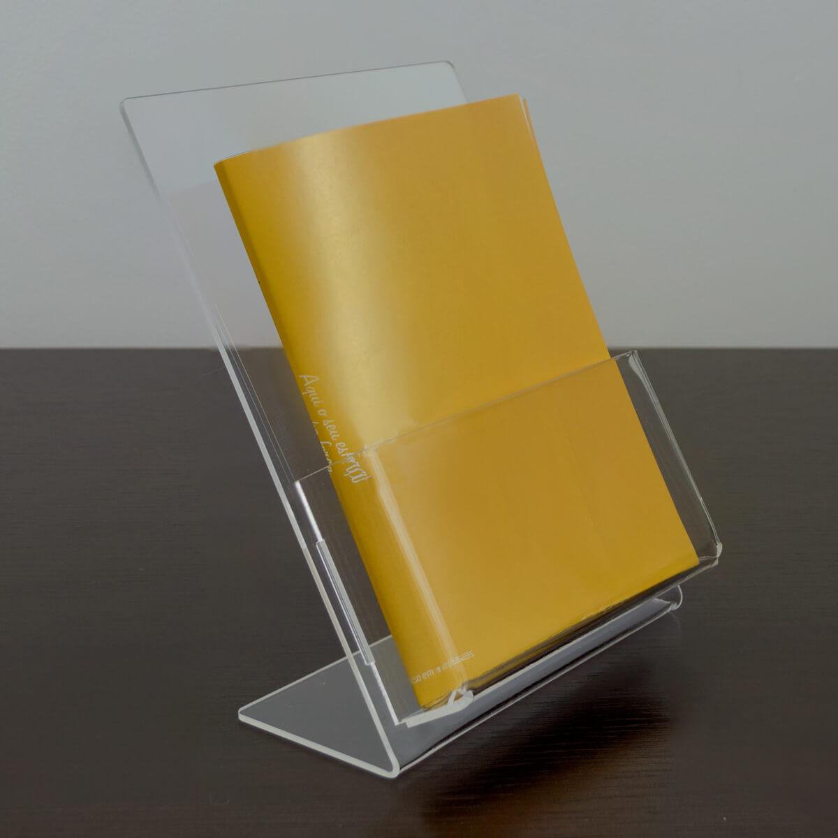 Porta folder A6 vertical de acrílico