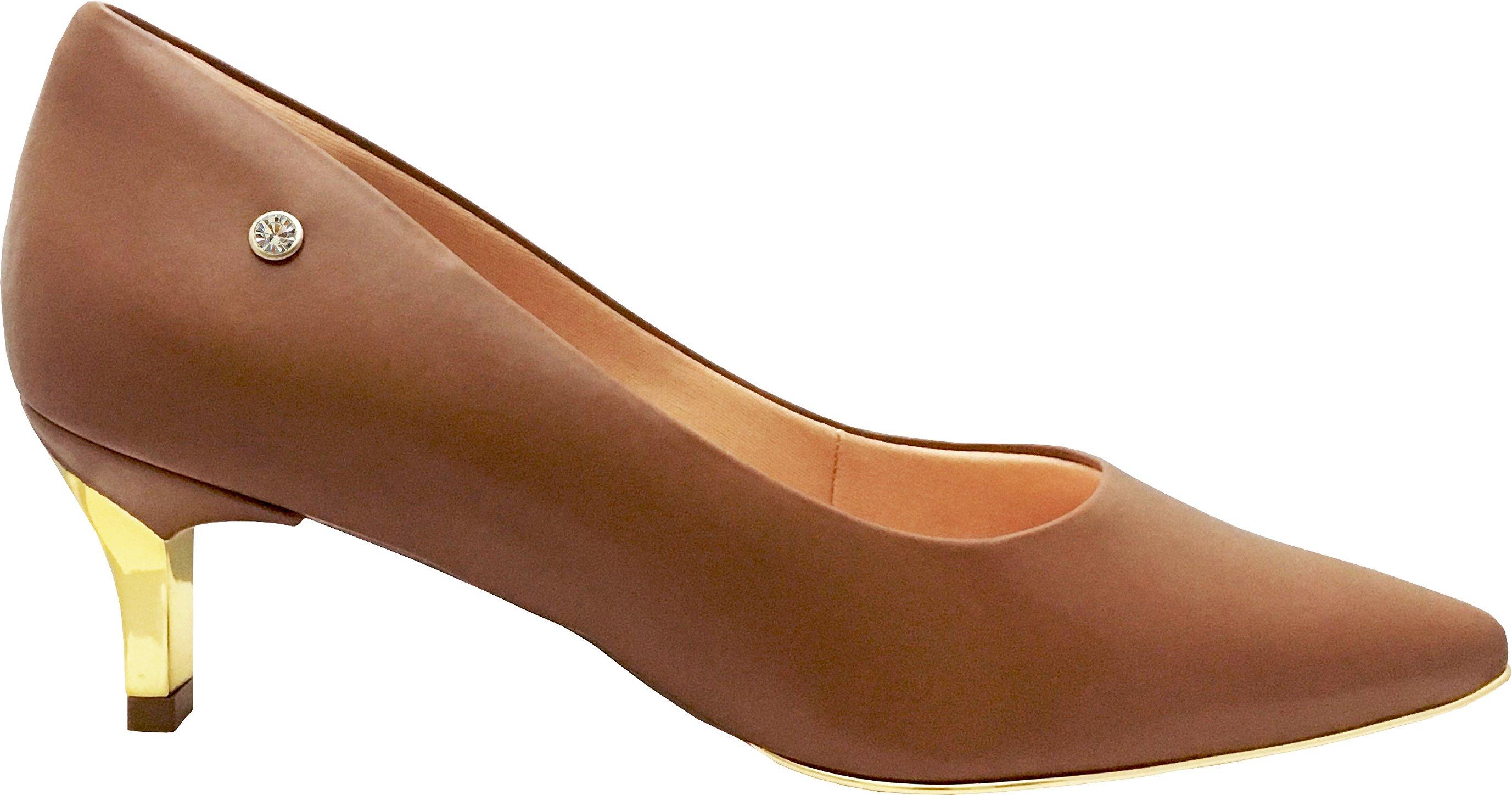 37009c11db A Le Bianco se tornou sinônimo de requinte e bom gosto no mundo dos  calçados feminino