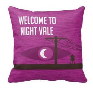 Almofada Welcome To Night Vale