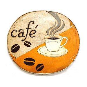 Placa Café com detalhes em alto relevo.