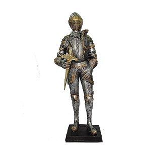Guerreiro Medieval Com Espada Grande