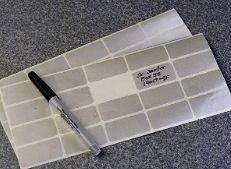 Caneta marcadora para superficies como vidro  - plastico - preta, com ponta ultrafina.