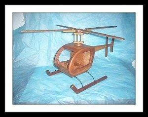 Helecóptero em madeira de cedro