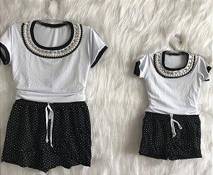 Conjunto T shirt branca com shorts/saia de poá mãe e filha
