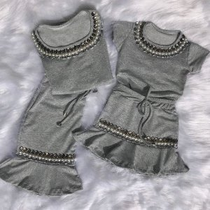 Conjunto saia e t shirt cinza bordadas mãe e filha