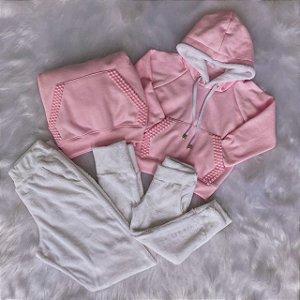 Conjunto Moletom Rosa Bordado no Bolso e Calça de Pêlo Branco Mãe e Filha