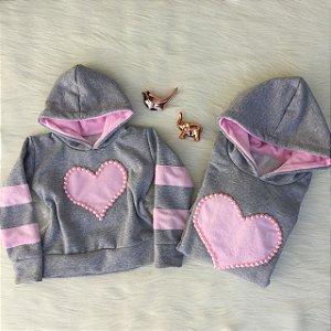 Blusa de coração com faixas rosa nas mangas mãe e filha