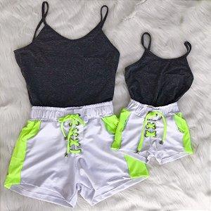 Conjunto com shorts de branco mãe e filha