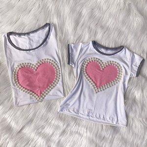 T shirt branca com coração rosa Mãe e Filha
