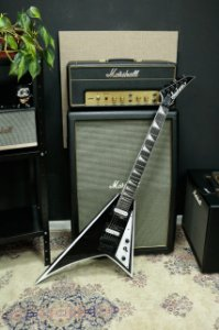 GUITARRA JACKSON FLYING V RANDY RHOADS - JS32 BLACK WHITE
